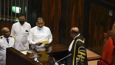 صورة في سريلانكا.. قاتل محكوم بالإعدام يؤدي اليمين نائباً برلمانياً