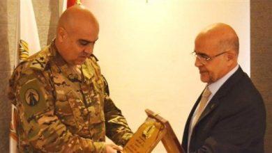 صورة بلدية طرابلس كرّمت قائد فوج التدخل الأول في الجيش