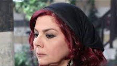 """صورة """"أم عصام"""" تحتفل بعيد زوجها بصور من شبابهما.. شاهدي كيف كانت! (فيديو)"""