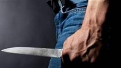 صورة طعنه بالسكين داخل سيارته وإعترف: جريمتي مقتبسة من فيلم