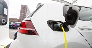 صورة علماء يبتكرون تقنية ذكية لشحن السيارة الكهربائية خلال سيرها على الطريق