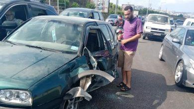 صورة العناية الإلهية أنقذتهم في البيسارية.. حادث بين الإسعاف وسيارة متوقفة في طابور البنزين (صور)