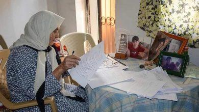 صورة قصة كفاح الجدة نجلاء كي تنهي دراستها الجامعية… عملت في جني الزيتون والليمون لتغطية مصاريفها