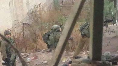 """صورة سقوط شهداء فلسطينيين وسط اشتباكات وانفجارات """"في الضفة الغربية"""""""