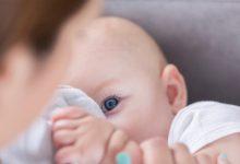 صورة مفاجأة.. لبن الأم الملقحة ضد كورونا يحتوي على أجسام مضادة